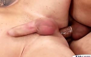 Kinky babe jizzed in trio with bisexual hunks